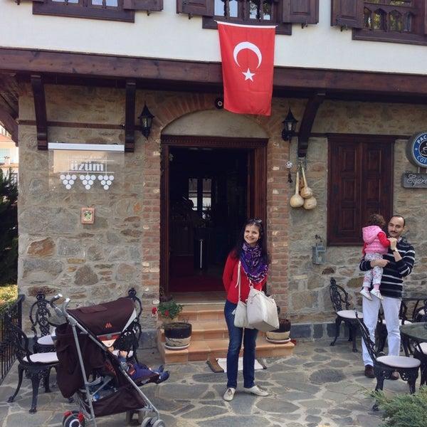 11/3/2013에 Vladilen Z.님이 Üzüm Cafe에서 찍은 사진