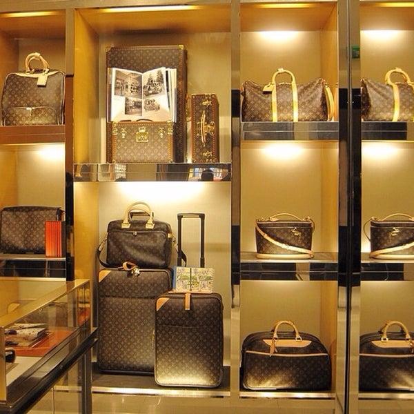 6d157d98c7ae Louis Vuitton - Garment District - 11 tips