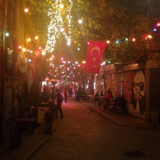 Foto scattata a On Off Karaköy da Stand B. il 11/5/2015