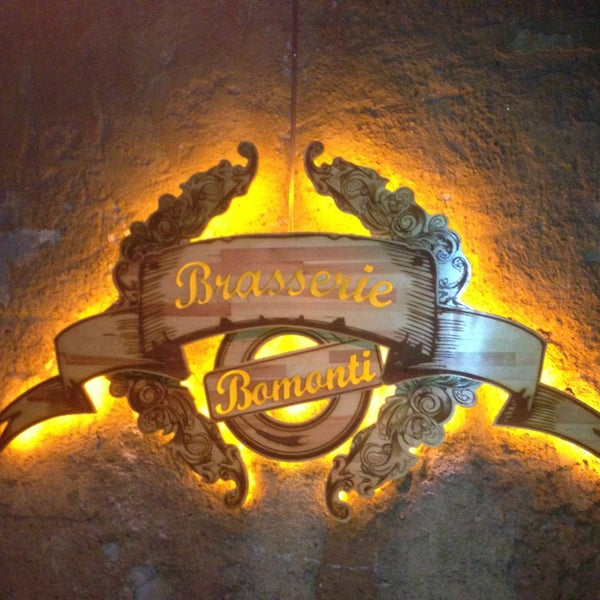 Photo prise au Sardunya's Brasserie Bomonti ve Şarap Evi par Çiğdem E. le7/13/2013