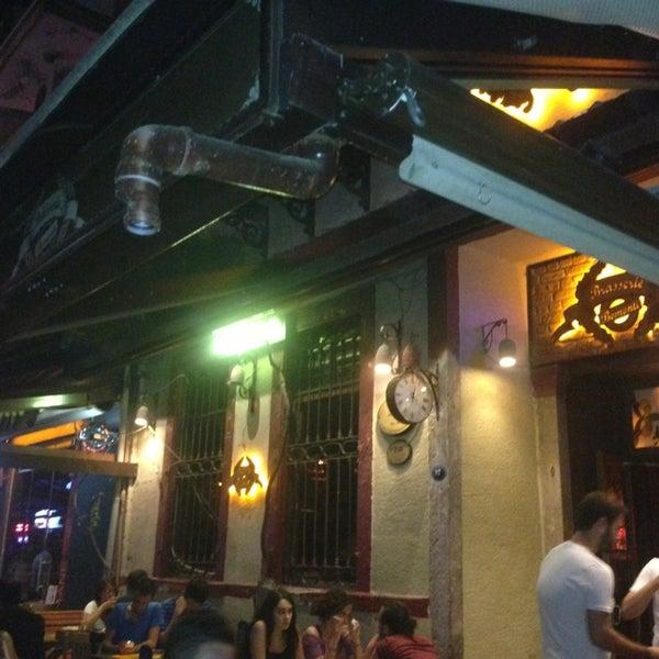 รูปภาพถ่ายที่ Sardunya's Brasserie Bomonti ve Şarap Evi โดย Çiğdem E. เมื่อ 7/13/2013