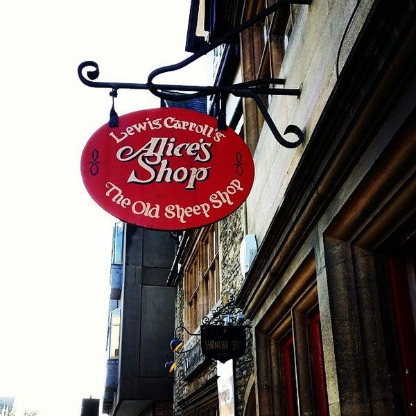 11/18/2014 tarihinde Zeq C.ziyaretçi tarafından Alice's Shop'de çekilen fotoğraf