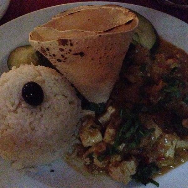 O espaço é bastante agradável e a comida de qualidade. Ha melhores vegetarianos em Lisboa, mas vale a pena experimentar. Pedir a tarte de requeijão com morangos para sobremesa - divinal