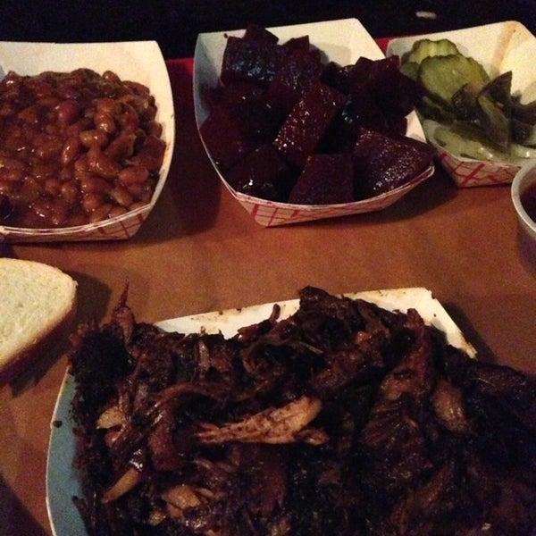 รูปภาพถ่ายที่ Mable's Smokehouse & Banquet Hall โดย Christine L. เมื่อ 7/25/2013