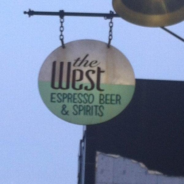 รูปภาพถ่ายที่ The West—Coffeehouse & Bar โดย M M. เมื่อ 8/13/2013