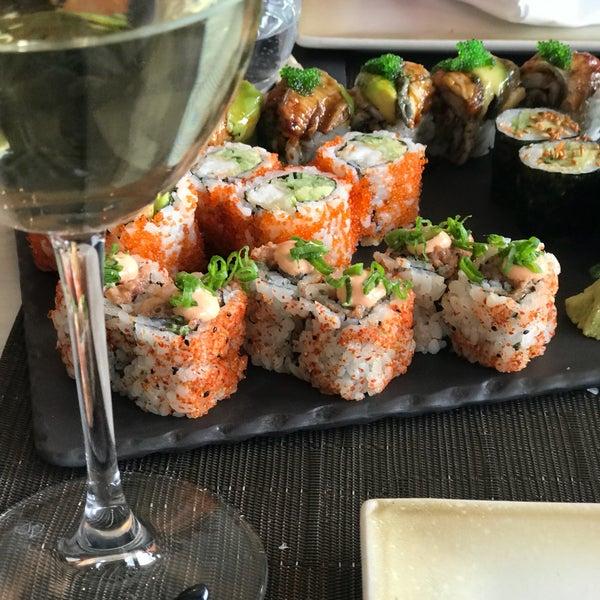 รูปภาพถ่ายที่ Yada Sushi โดย Sedef U. เมื่อ 3/31/2018