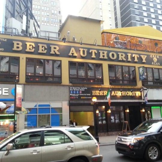 Foto diambil di Beer Authority NYC oleh Mamute pada 12/24/2012