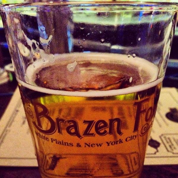 Foto tomada en The Brazen Fox por Jenn P. el 12/29/2013