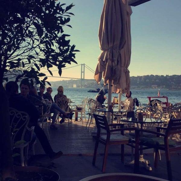 Foto tomada en Boon Cafe & Restaurant por Elif T. el 11/4/2015