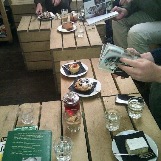 10/13/2012 tarihinde Bastiaan D.ziyaretçi tarafından Kaffeine'de çekilen fotoğraf