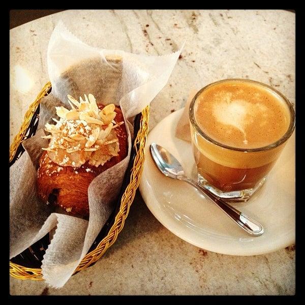รูปภาพถ่ายที่ Croissanteria โดย @HungryEditor B. เมื่อ 1/9/2013