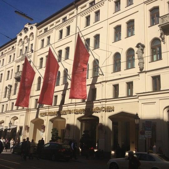 รูปภาพถ่ายที่ Hotel Vier Jahreszeiten Kempinski โดย Wim G. เมื่อ 10/14/2012