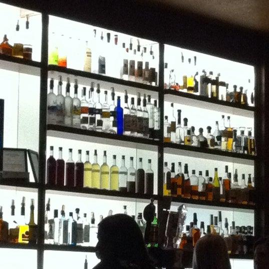 Foto diambil di The Corner Office Restaurant & Martini Bar oleh Krea S. pada 11/10/2012
