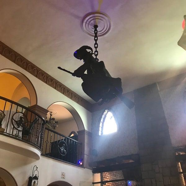 Foto scattata a Restaurante & Bar La Strega da Tania A. il 5/13/2018