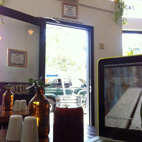 Das Foto wurde bei Cafe St. Jorge von Alyssa S. am 5/13/2014 aufgenommen