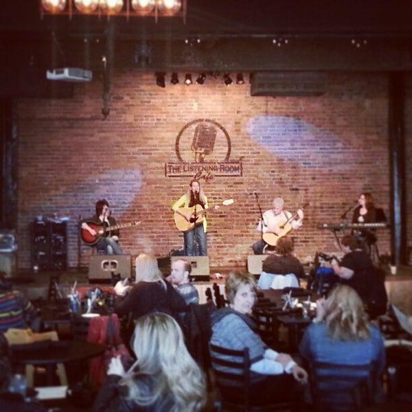 Foto scattata a The Listening Room Cafe da Doug B. il 2/9/2013