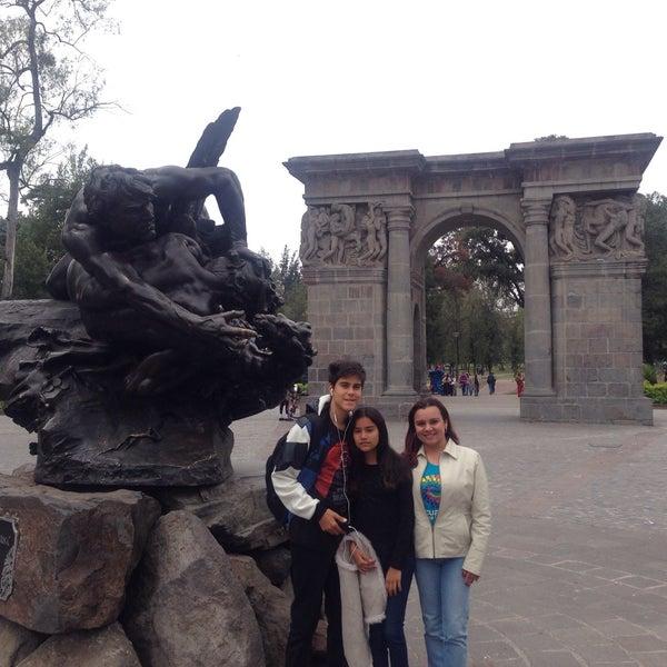 Foto diambil di Parque El Ejido oleh Maria Rossana H. pada 11/3/2016
