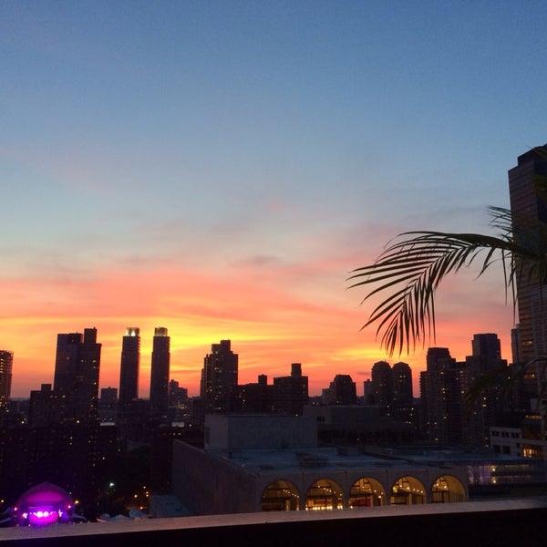 Снимок сделан в The Empire Hotel Rooftop пользователем taina 6/29/2014