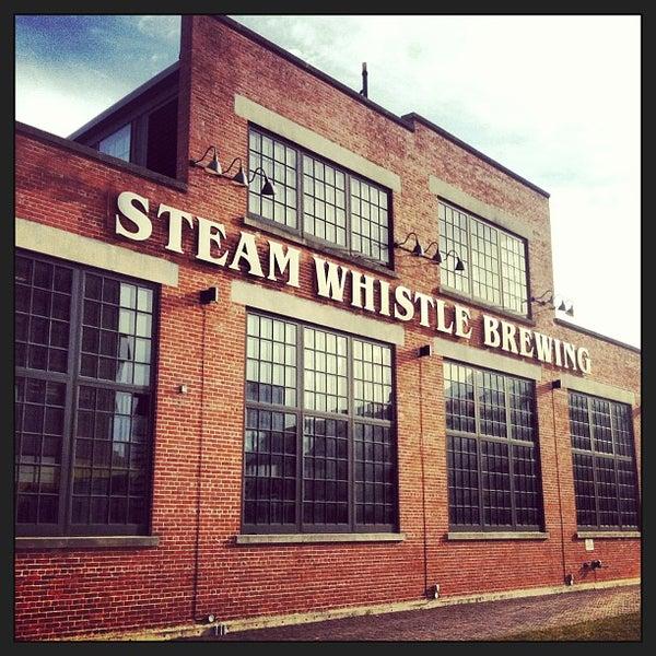 4/17/2013 tarihinde Nissaziyaretçi tarafından Steam Whistle Brewing'de çekilen fotoğraf