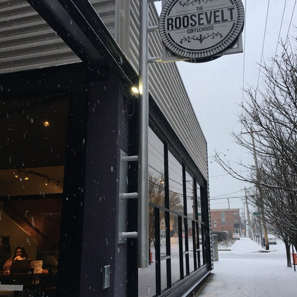Photo taken at The Roosevelt Coffeehouse by Yushi F. on 12/9/2017