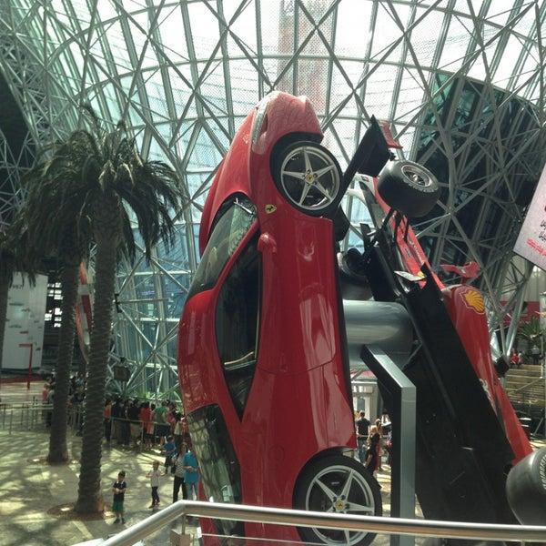 Photo prise au Ferrari World Abu Dhabi par Yaroslava S. le3/30/2013