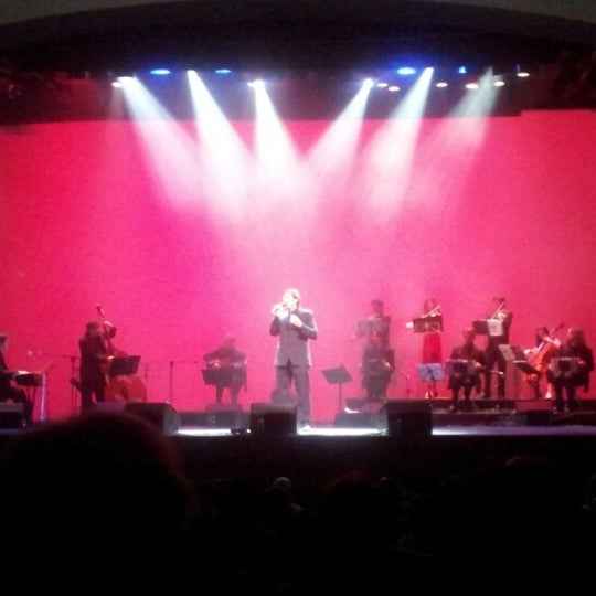 Foto diambil di Teatro Nescafé de las Artes oleh Michael Max R. pada 1/10/2013