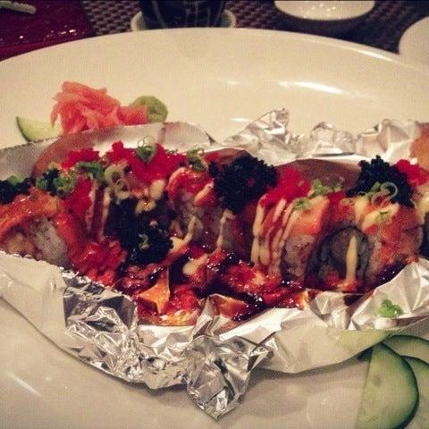 Foto scattata a Koi Fine Asian Cuisine & Lounge da Jihyun L. il 12/11/2012