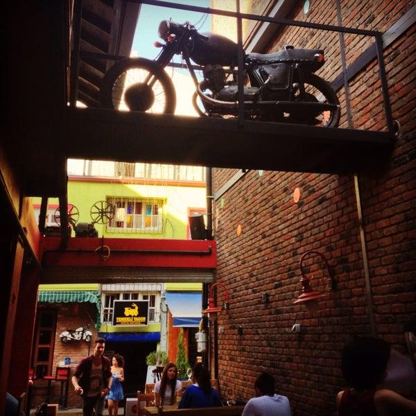 8/21/2013 tarihinde Arda C.ziyaretçi tarafından Social Pub'de çekilen fotoğraf