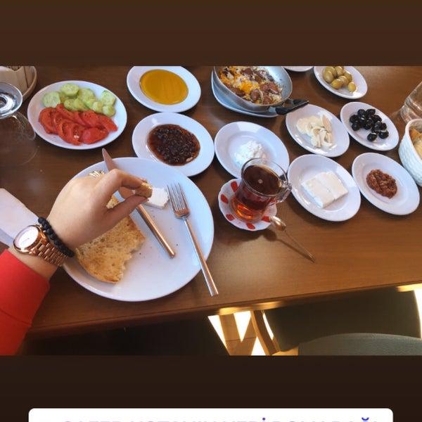 รูปภาพถ่ายที่ Cafer Usta Bolu Dağı Et Mangal โดย queen เมื่อ 11/3/2019