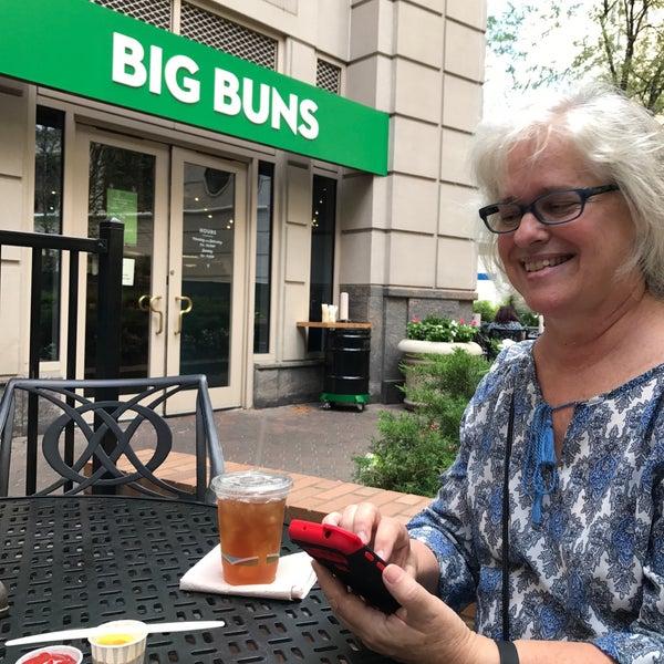 Foto diambil di Big Buns oleh Dan V. pada 7/25/2017