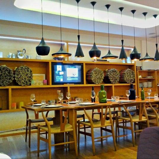 Foto scattata a Poncelet Cheese Bar da Alvaro G. il 10/13/2012