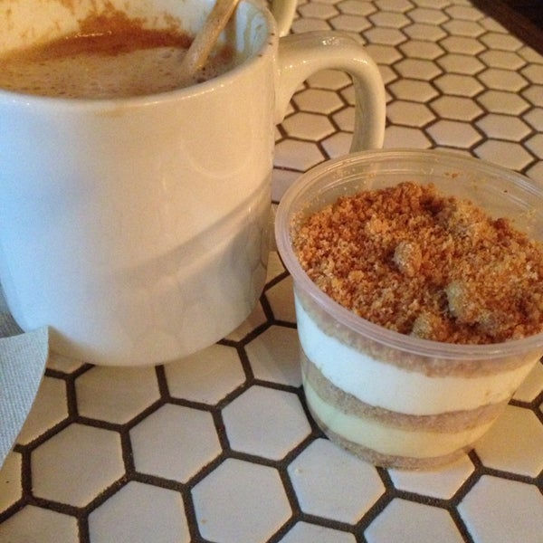 รูปภาพถ่ายที่ Bee's Knees Baking Co. โดย Jimmy N. เมื่อ 1/9/2014