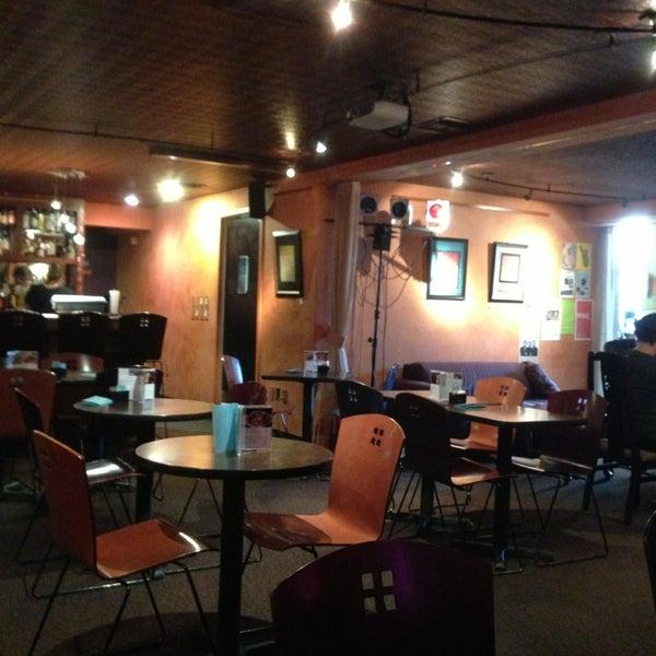 รูปภาพถ่ายที่ Tea Zone & Camellia Lounge โดย @Thubten เมื่อ 9/13/2013