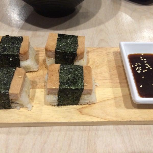 Das Foto wurde bei Chibiscus Asian Cafe & Restaurant von Tina V. am 11/20/2014 aufgenommen
