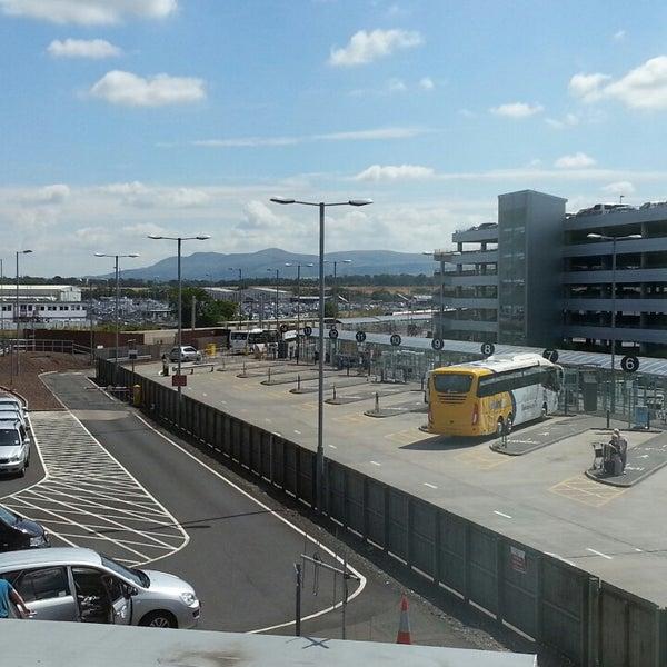 Das Foto wurde bei Edinburgh Airport (EDI) von Tim C. am 7/18/2013 aufgenommen