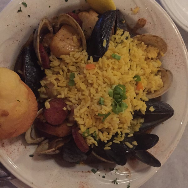 Foto scattata a Bourbon Street Restaurant and Catering da Cynthia Y. il 6/8/2015