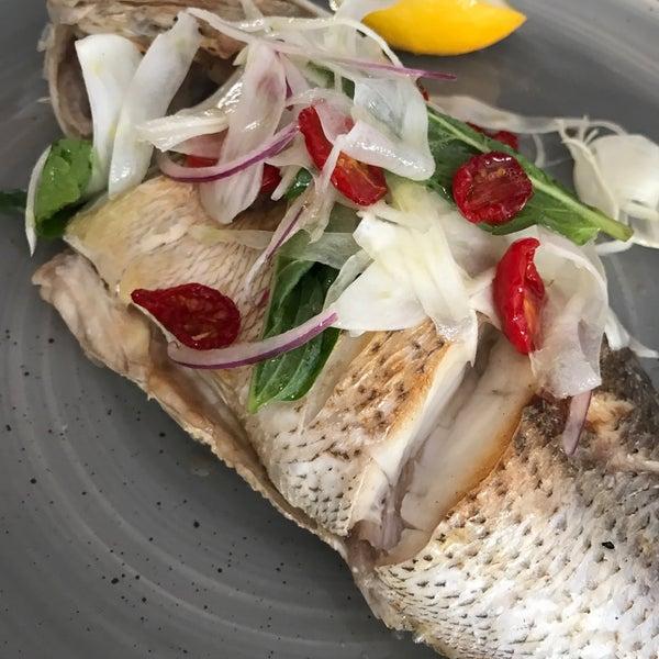 Foto scattata a Manta Restaurant da Jina H. il 9/10/2017