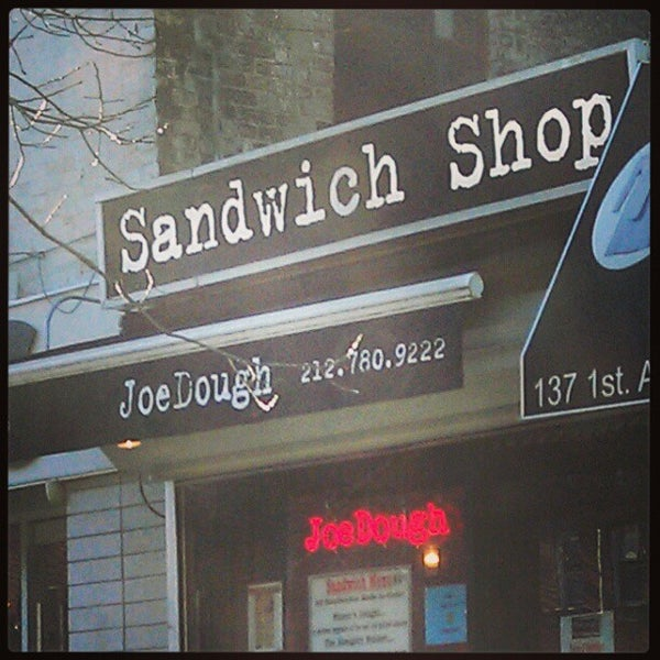 Foto tirada no(a) JoeDough Sandwich Shop por Marc M. em 12/28/2012