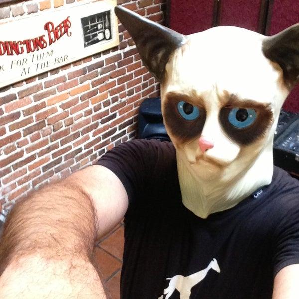 รูปภาพถ่ายที่ The Cat & Fiddle โดย Jules B. เมื่อ 5/19/2013