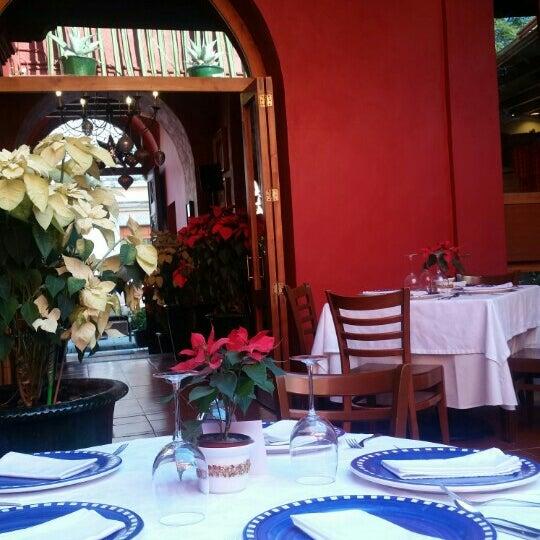 Foto tomada en Catedral Restaurante & Bar por Carlos R. el 12/31/2015