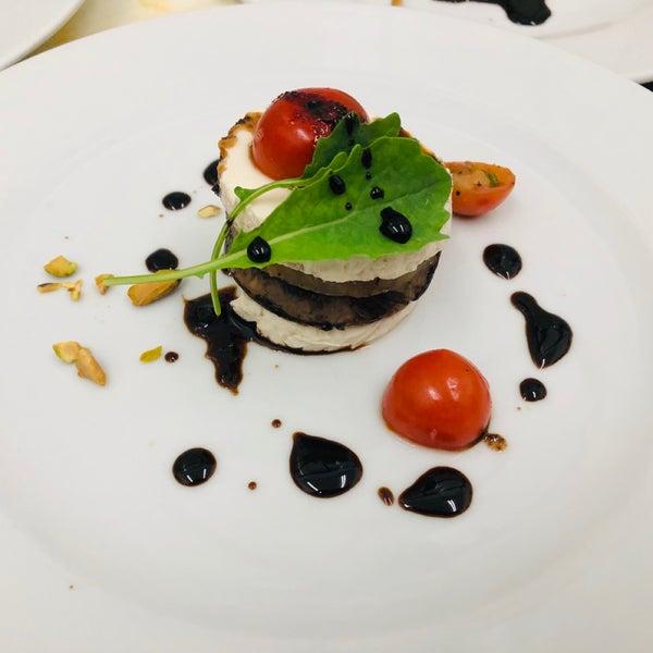 รูปภาพถ่ายที่ Catedral Restaurante & Bar โดย CARLOS D. เมื่อ 3/18/2019