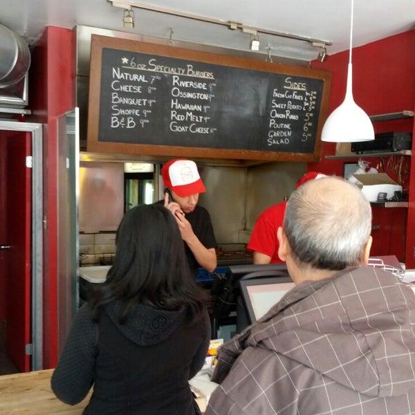 Das Foto wurde bei Burger Shoppe von Jason H. am 4/25/2013 aufgenommen