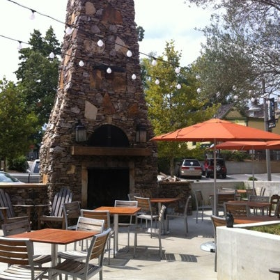 รูปภาพถ่ายที่ Fire Stone Wood Fired Pizza & Grill โดย Olivia M. เมื่อ 8/13/2012