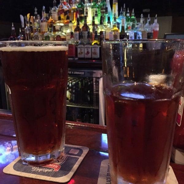 5/16/2015에 Doug B.님이 Two Stooges Sports Bar & Grill에서 찍은 사진