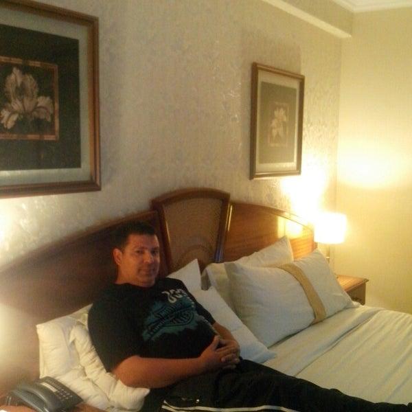 Das Foto wurde bei InterTower Hotel von Mike M. am 4/20/2014 aufgenommen