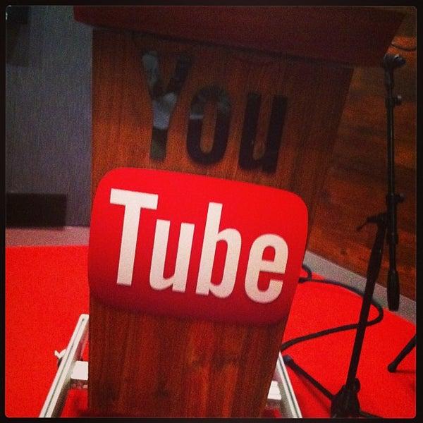 Снимок сделан в YouTube Space LA пользователем Cherry D. 8/14/2013