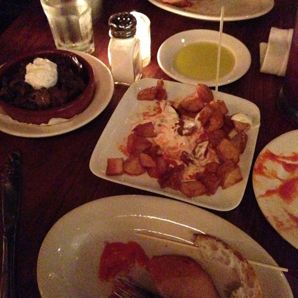 Foto scattata a Tasca Spanish Tapas Restaurant & Bar da Liz P. il 8/30/2013