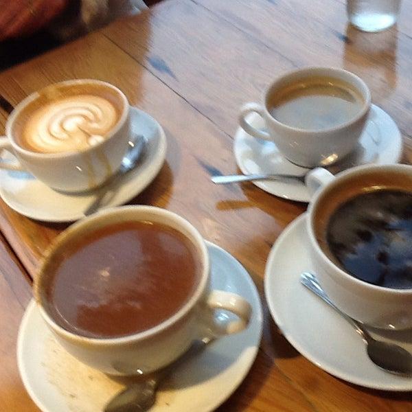 Foto diambil di Street 14 Cafe oleh Lisa O. pada 11/25/2014