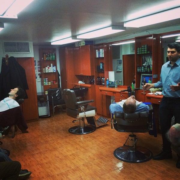 Foto scattata a David's Hairstyling da Aaron K. il 12/6/2014