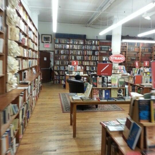 Foto scattata a Strand Bookstore da Peter R. il 1/25/2013